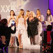 Pokaz mody sukien koronkowych Barbary Cały